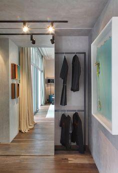 niin ohuet kaappiovien karmit, ettei niitä edes huomaa - luulee että paikalla on vain peili... http://www.homedsgn.com/2013/12/03/casa-cor-2013-by-gisele-taranto-architecture/ Casa Cor 2013 by Gisele Taranto Architecture | HomeDSGN, a daily source for inspiration and fresh ideas on interior design and home decorati...