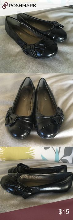 Girls size 11 black ballet flats Girls black ballet flats with adorable bow accent. Size 11, but really about a size 12. Only worn a few times to church before she outgrew them. In like new condition. Connie Shoes Dress Shoes