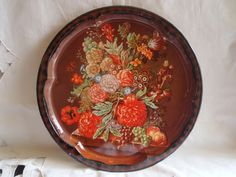 Round cabaret with brown and orange flowers made in England . There are a few signs of wear. Daher Long Island brand . A beautiful cabaret that will appeal to all. Metal tray for a fall colors decor . Measuring 13 inches in diameter.  I find this beautiful cabaret at a huge garage sale.  Please contact me with any questions I will be happy to answer them I COMBINE shipping. Take a tour of my shop there a lot to see! I will refund the overages shipping cost . And i can send almost anywhere in…