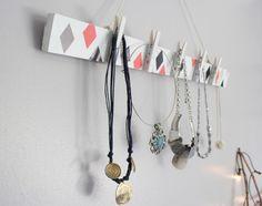 Porte-bijoux DIY à faire soi-même  http://www.homelisty.com/rangement-bijoux/