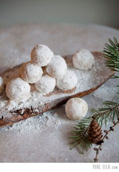 Amazingly delicious Amaretto Snowballs with only 4 ingredients! Simple, clean ingredients, gluten free, dairy free, vegan and easy to make.