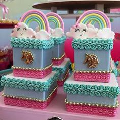 Caixinha de acrílico dupla #feitopelarafa #festaunicornio #unicorns #unicornio Boy First Birthday, Birthday Cake, Party Themes, Party Ideas, My Little Pony, Ladybug, Birthday Candles, First Birthdays, Biscuits