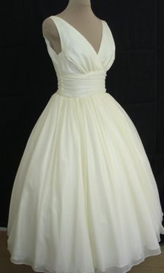The perfectly simple but elegant 50s style dress. Looks incredible made to measure, fit for any occasion. Any size welcome.. $255.00, via Etsy.
