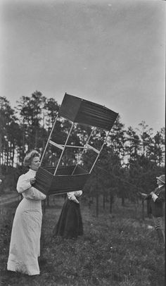 What Victorians did for fun. Kite flying was huge! Go Fly A Kite, Kite Flying, Homemade Kites, Old Photos, Vintage Photos, Box Kite, Hall Of Mirrors, Gibson Girl, Black And White Pictures