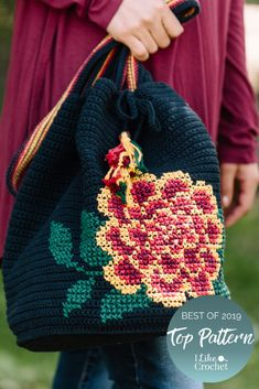 A free crochet pattern of a bucket bag. Do you also want to crochet this bucket bag? Read more about the Free Crochet Pattern Marigold Bucket Bag. Crochet Geek, Free Crochet, Knit Crochet, Reverse Single Crochet, Tapestry Crochet Patterns, Bag Pattern Free, Tapestry Bag, Crochet Purses, Crochet Bags