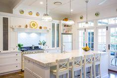 Beautiful Hamptons Kitchen Interior Design For Stylish Kitchen Ideas Hampton Style Bathrooms, Traditional Kitchen Design, Kitchen Design, Modern Kitchen, Stylish Kitchen, Kitchen Interior, Beautiful Kitchens, Hamptons Kitchen, Kitchen Styling