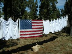 """Florida Joins the RIGHT TO DRY LAW! Nationwide in the United States, more than a quarter million homeowner associations govern upwards of 60 million people. Alexander Lee, a champion of the right-to-dry movement, estimates that """"more than half of them (HOAs) restrict or ban the clothesline."""" California, Florida, and Texas, have right-to-dry laws."""