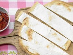 Kolatschen mit Zwetschgenkompott - 1 Erw. und 1 Kind (1–6 Jahre) - smarter - Kalorien: 566 Kcal - Zeit: 35 Min. | eatsmarter.de