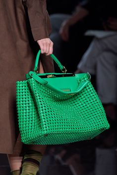 Fendi is having a moment, and despite the loss of Karl Lagerfeld earlier this year, it seems there is no stopping this storied Italian design house. Over the last year Fendi's popularity has… Popular Handbags, Cute Handbags, Cheap Handbags, Cheap Bags, Purses And Handbags, Cheap Purses, Handbags Online, Fall Handbags, Ladies Handbags