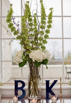 White Green and Navy | http://awesome-wedding-ideas.blogspot.com/ FOR THE BUFFET TABLE