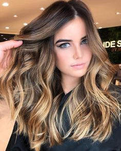 Here's Every Last Bit of Balayage Blonde Hair Color Inspiration You Need. balayage is a freehand painting technique, usually focusing on the top layer of hair, resulting in a more natural and dimensional approach to highlighting. Ombre Hair Color, Hair Color Balayage, Hair Highlights, Balayage Blond, Partial Balayage Brunettes, Brunette Hair Colors, What Is Balayage, Ombre Balayage, Reverse Balayage