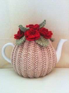 Blood Red Roses Flower Garden Tea Cosy - Oatmeal Base - in Pure Merino Wool by Tafferty Designs size LARGE - Made to Order Crochet Cozy, Love Crochet, Crochet Crafts, Crochet Flowers, Crochet Granny, Hand Crochet, Knitting Projects, Crochet Projects, Knitting Patterns