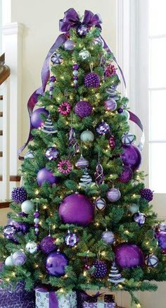 PURPLE xmas theme ! Love it, the bow on top is perfect