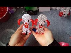 How to bead animal accessory: Zodiac dog (style Seed Bead Patterns, Beading Patterns, Stitch Patterns, Beading Projects, Beading Tutorials, Beaded Crafts, Beaded Animals, Seed Bead Bracelets, Pony Beads
