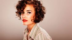 How to Style Short Curly Hair |