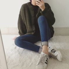 fall korean fashion that looks great! Asian Fashion, Look Fashion, Winter Fashion, Fashion Outfits, Womens Fashion, Ulzzang Fashion, Fashion Styles, Grunge Style, Soft Grunge