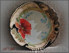 Decorated porcelain plate
