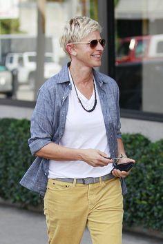 Ellen+DeGeneres+On+Her+Show | Ellen DeGeneres Photos - Ellen DeGeneres Steps Out with Her iPhone5 ...