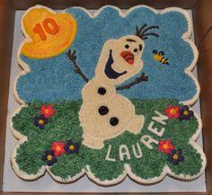 Olaf Cupcake Cake by Summer's Sweet Treats Frozen Cupcake Cake, Disney Frozen Cupcakes, Olaf Cupcakes, Disney Frozen Party, Frozen Birthday Cake, Themed Cupcakes, Cupcake Cakes, Birthday Cakes, 7th Birthday