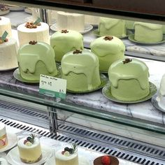 Mint Green Aesthetic, Aesthetic Colors, Aesthetic Food, Pretty Cakes, Cute Cakes, Think Food, Green Theme, Cute Desserts, Cafe Food