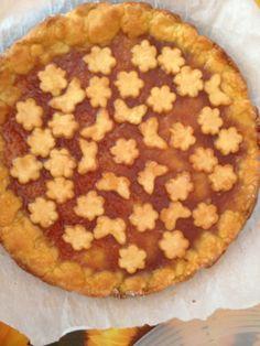 crostata di marmellata con decorazioni farfalle e fiori nenacolours cake