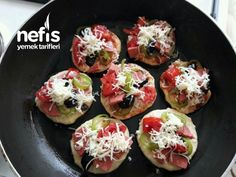 Tavada 5 Dakikada Mini Pizzalar - Nefis Yemek Tarifleri Pizza, Baked Potato, Sushi, Baking, Ethnic Recipes, Food, Projects, Turkish Language, Log Projects