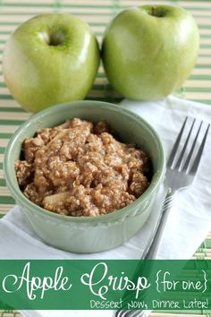 - {Dessert Now, Dinner Later!} Apple Crisp for One – 1 apple & a few pantry ingred… {Dessert Now, Dinner Later!} Apple Crisp for One – 1 apple & a few pantry ingredients gets you a microwave dessert for one! Microwave Apple Crisps, Microwave Recipes, Easy Microwave Desserts, Single Serve Desserts, Single Serving Recipes, Mug Recipes, Dessert Recipes, Cooking Recipes, Cooking Ideas
