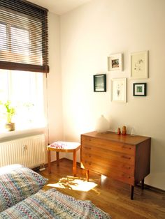 I admire simple interiors. white/light colored walls, mid-century modern furniture, and good old fashioned sunlight!