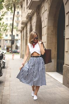 gingham skirt 2017 with cute top 2017 Casual Outfits, Fashion Outfits, Womens Fashion, Fashion Trends, Fashion Lookbook, Sneakers Fashion, Fashion News, Streetwear, White Keds