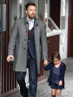 Ben Affleck looking dapper on a daddy-daughter outing. Fall layering for men: button up collared shirt, cardigan, suit jacket, & fall coat with jeans. Ben Affleck, Sharp Dressed Man, Well Dressed, Looks Style, My Style, Next Clothes, Dapper Men, Stylish Men, Beautiful People