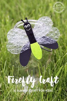 Love this STEAM project for Exploring Creation with Zoology Firefly craft- paint wooden spoon or craft stick & bubble wrap for the wings ! Insect Crafts, Bug Crafts, Camping Crafts, Craft Stick Crafts, Crafts To Do, Craft Paint, Easy Crafts, Craft Sticks, Camping Theme