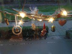 Kersttak voor het raam