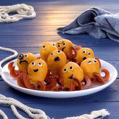Wieners In Pastry Make Great Little Octopuses – A Fun Finger Food Recipe Comida De Halloween Ideas, Soirée Halloween, Halloween Food For Party, Halloween Cupcakes, Cute Kids Snacks, Snacks To Make, Healthy Snacks For Kids, Toddler Meals, Kids Meals