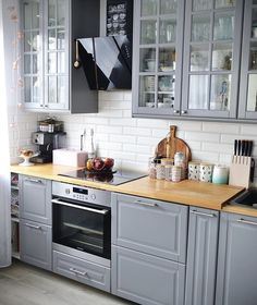 Most Popular Kitchen Design Ideas on 2018 & How to Remodeling design ideas becomes one of the important points - cooking will feel easier and fun - kitchen renovation - anti kitchen sink clogged - clean kitchen Home Decor Kitchen, Country Kitchen, Kitchen Interior, New Kitchen, Kitchen Ideas, Ikea Interior, Little Kitchen, Gray Interior, Grey Kitchen Cabinets
