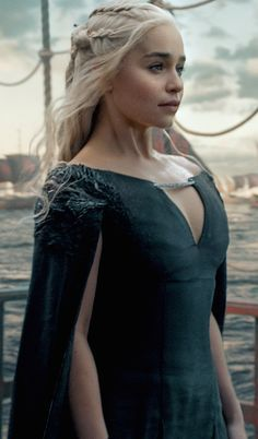 # Game of Thrones # Daenerys Targaryen # Mother of Dragons # Emilia Clarke Dessin Game Of Thrones, Arte Game Of Thrones, Game Of Thrones Facts, Game Of Thrones Funny, Game Thrones, Costumes Game Of Thrones, Game Of Thrones Outfits, Emilia Clarke Daenerys Targaryen, Game Of Throne Daenerys