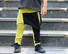 Our joggers are perfect for your hipster baby or hipster toddler who like to stand out! * Soft and comfortable Geo print drop crotch zipper joggers * Black zipper pocket in the front * Black vertical pocket on the back (Right side) * Size is comparable to our regular joggers     Hipster baby boy clothes / Trendy toddler boy leggings / Trendy baby boy outfit / Hipster toddler boy clothes / Zipper toddler leggings