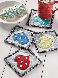 Mitten coasters Free Sewing, Sewing Patterns Free, Sewing Projects, Coin Purse, Purses, Wallet, Flannel, Fashion, Handbags