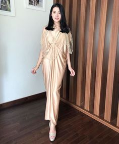 Dress Muslim Modern, Dress Brokat Modern, Kebaya Modern Dress, Simple Bridesmaid Dresses, Simple Dresses, Pretty Dresses, Hijab Dress Party, Party Dress Outfits, Cute Formal Dresses