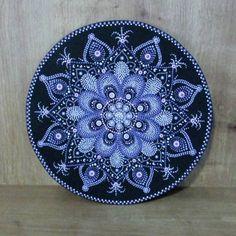 Dot Art Painting, Mandala Painting, Stone Painting, Mandala Painted Rocks, Mandala Rocks, Mandala Pattern, Mandala Design, Record Crafts, Stained Glass Church