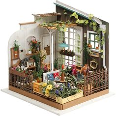 DIY Materiaalipakkaus (puuta, kangasta, paperia, muovia ja metallia) minihuoneen kokoamiseen ja sisustamiseen. Kaikki tuotteet ovat hyvälaatuisia ja hienosti detaljoituja. Mukana englanninkieliset ohjeet.