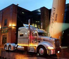 """Diesel_And_Trucks on Instagram: """"#Peterbilt386 #UniBilt #CustomTruck #FashionTruck #HeavyTruck #HeavyTruckPhotos #FullChromeTrucks #Trucking #TruckingLife #Trucklovers…"""" Big Rig Trucks, Semi Trucks, Cool Trucks, Peterbilt 386, Peterbilt Trucks, Custom Big Rigs, Custom Trucks, Diesel, Overland Truck"""