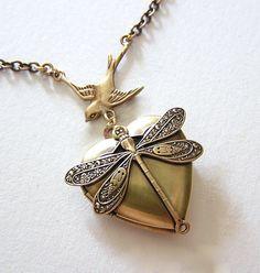 Médaillon libellule collier pendentif par chinookhugs sur Etsy