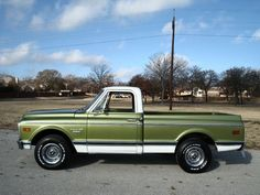 On this light olive green C10, you can really see how much shorter they are than the C20. Another reason that C10s are more popular than C20s...they are easier to maneuver.