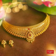 Indian Gold Necklace Designs, Gold Mangalsutra Designs, Indian Jewelry Earrings, Indian Jewelry Sets, Gold Earrings Designs, Gold Jewellery Design, Fashion Earrings, Bridal Jewelry, Gold Jewelry
