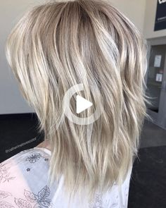 Two-Layer Razored Blonde Hairstyle Silver Blonde Hair, Platinum Blonde Hair, Pink Hair, Ash Blonde, Medium Hair Styles, Short Hair Styles, Modern Shag Haircut, Medium Shag Haircuts, Medium Length Hair With Layers