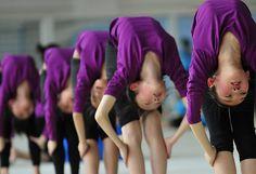 Estudantes chinesas se exercitam na escola de ginástica Shenyang, na província de Liaoning, na China.