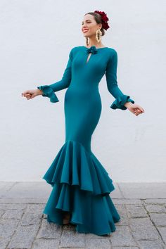 Vestidos Para Baby Shower, Baby Shower Dresses, Spanish Girls, Spanish Style, Flamenco Dancers, Flamenco Dresses, Havana Nights, Traditional Outfits, Hair Beauty