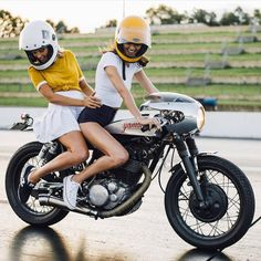 """Double the fun. @lanakington and @ashleighwesseling having some fun on @patstevensonhobo SR400. Photo by @alexvivian.  #croig #caferacersofinstagram"""
