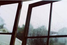 """Lluvia. Ventana abierta al amanecer. No hace frío. Pau, casa de Isabelle. Vamos a ver a las """"peques"""" Julliette et Marie."""