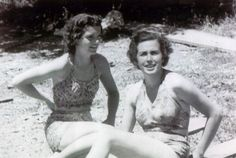 Jackie during her 1949 trip to Paris with classmate.  From the book Dreaming in French. www.pinkpillbox.com